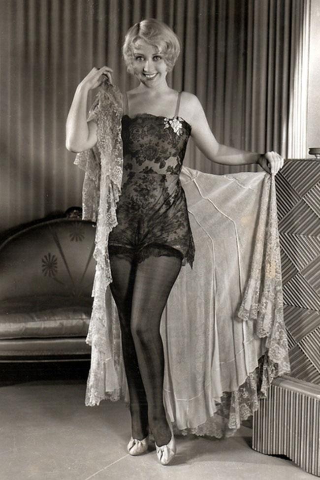 Tò mò xem đồ lót của phụ nữ 100 năm qua