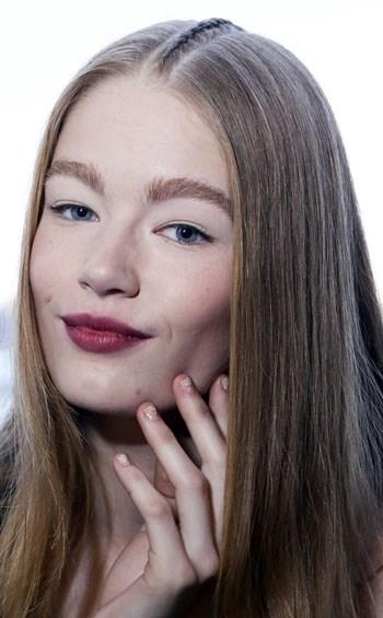 Hot trend tết tóc ngôi giữa dành cho giới trẻ