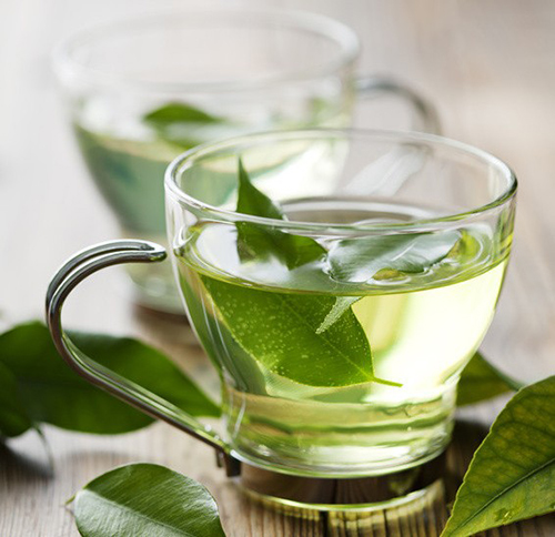 Tự làm toner trà xanh giải quyết nỗi lo cho các nàng da mụn