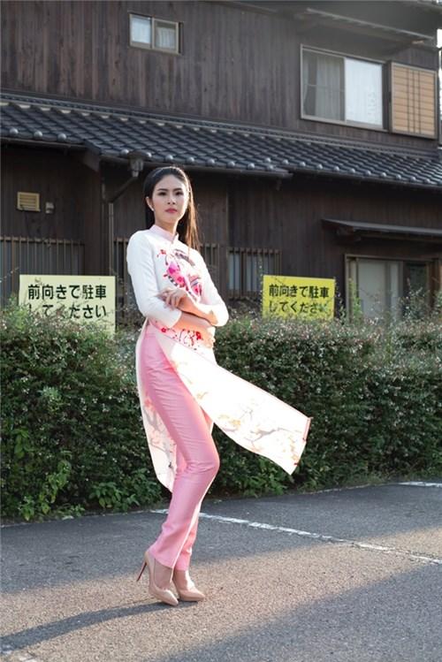 Ngọc hân khoe sắc rạng rỡ trên đất nhật với áo dài