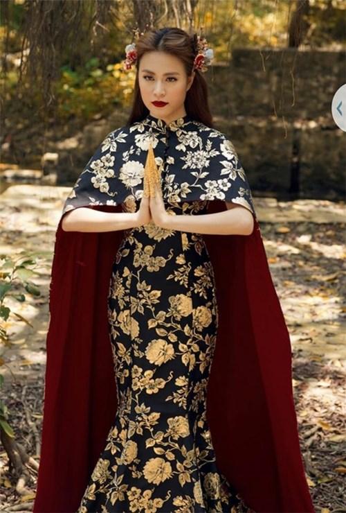 Loạt váy áo của hoàng thùy linh trong bánh trôi nước