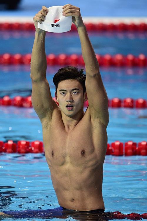 Phát sốt với body đẹp miễn chê của kình ngư olympic rio