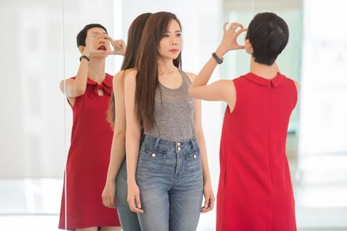 Xuân lan tận tình chỉ dạy catwalk cho học trò
