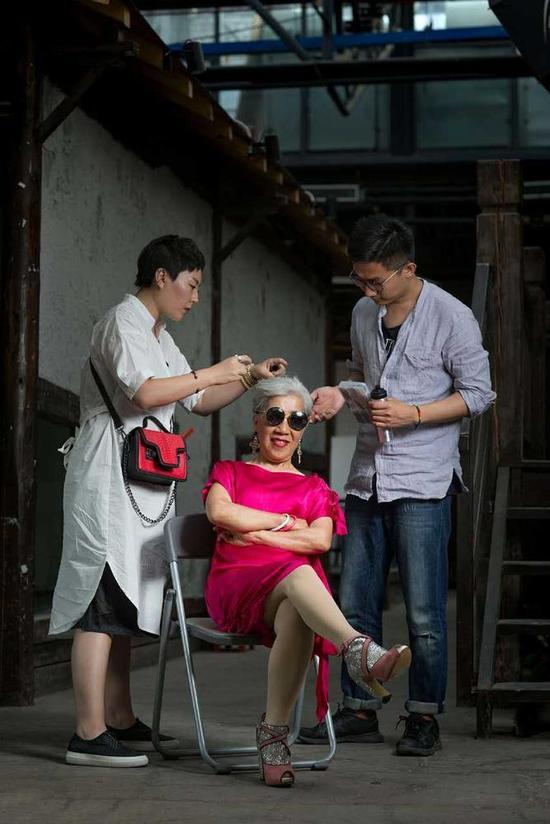 Cụ bà 80 tuổi này sẽ khiến không ít chị em tự xấu hổ