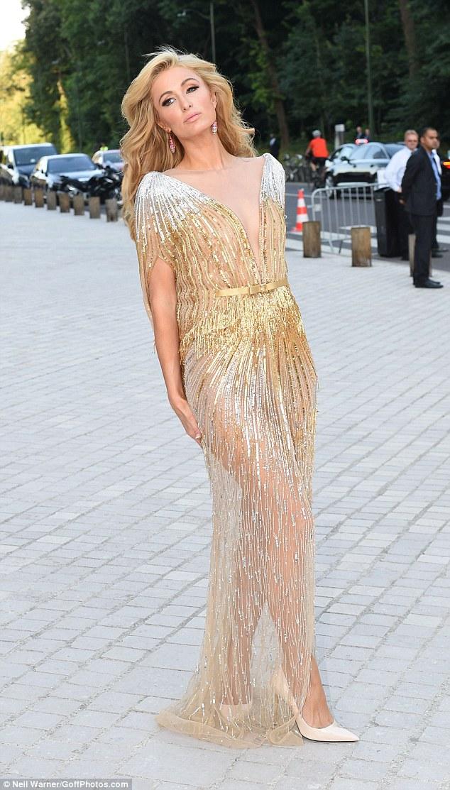 Hot girl hollywood gây chú ý với váy xuyên thấu