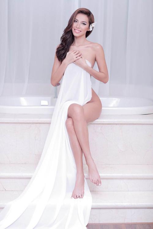 Người mẫu mê chụp nude nói gì