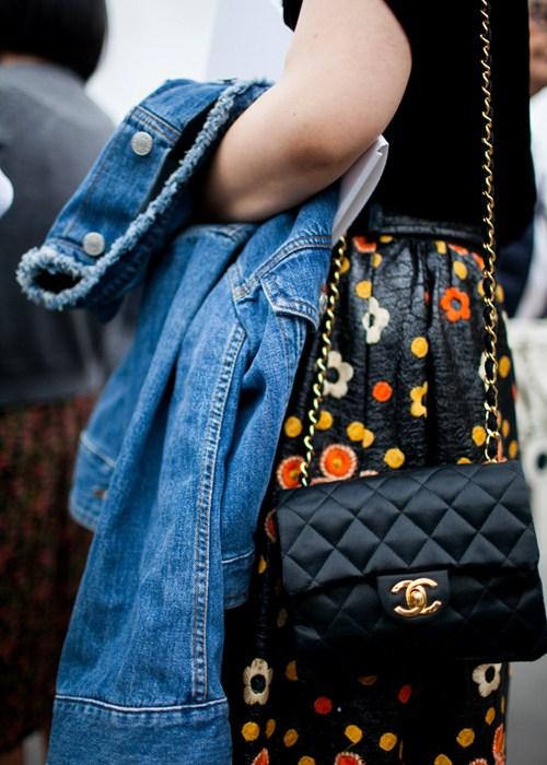 Vật bất ly thân của tín đồ ở paris fashion week
