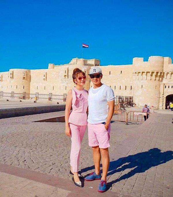 Ở tuổi u50 lý hải vẫn bất chấp diện đồ đôi màu hồng