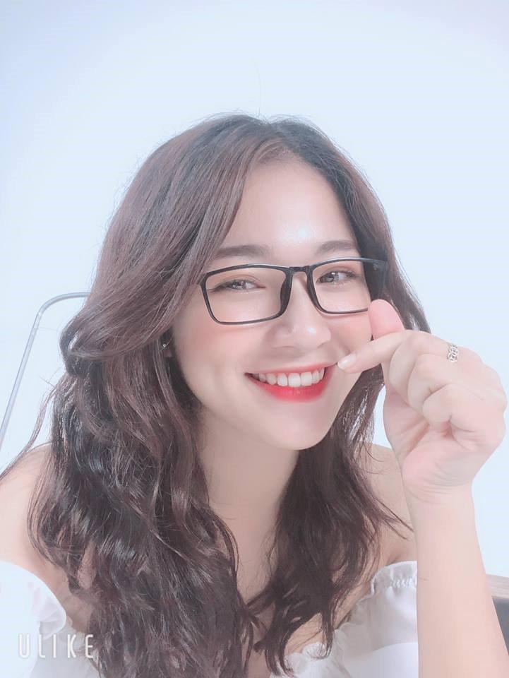 Nữ sinh sư phạm sở hữu vẻ đẹp siêu nữ tính
